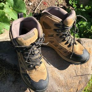 Cabelas hiking boots